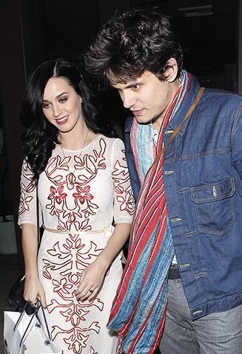 Photos : Katy Perry : fiancée à John Mayer pour la Saint-Valentin ?