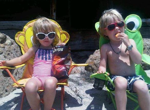 Tori Spelling a passé la journée à la plage avec ses petits Liam et Stella !