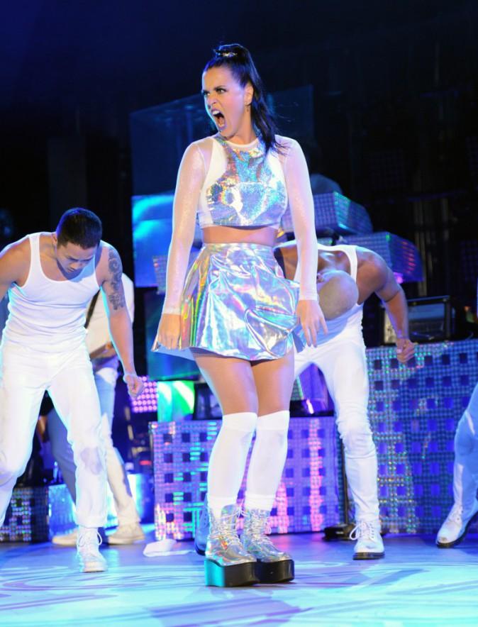 Photos : Katy Perry : la reine des catastrophes sur scène !