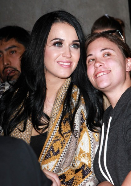 Katy Perry avec ses fans à New York, le 14 octobre 2012.