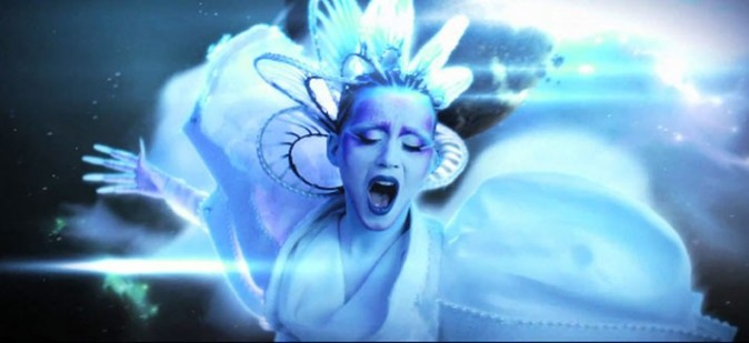 """Bleue comme dans """"Avatar"""", la pin-up a bien changé !"""