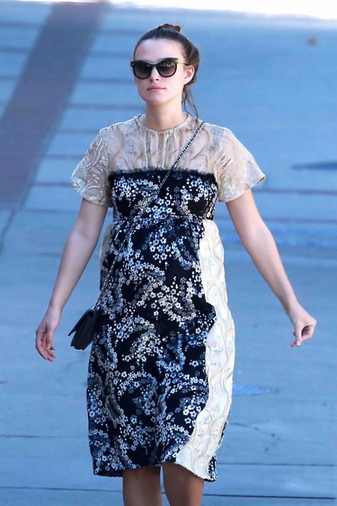 Keira Knightley : en balade avec son mari, elle recycle un look de soir�e !