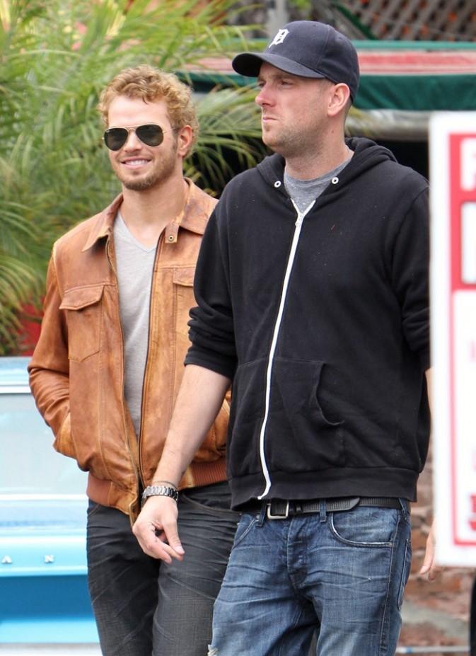 Kellan Lutz en virée shopping avec son frère à Venice le 28 juin