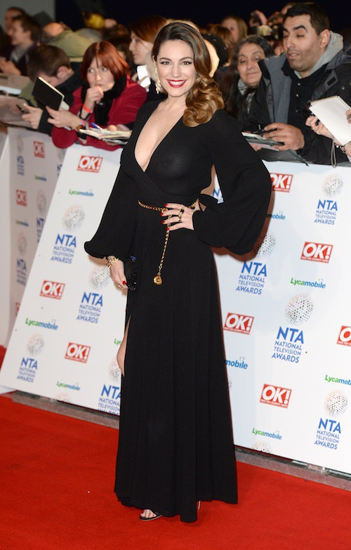 Photos : Kelly Brook : robe transparente et tétons qui pointent sur tapis rouge !