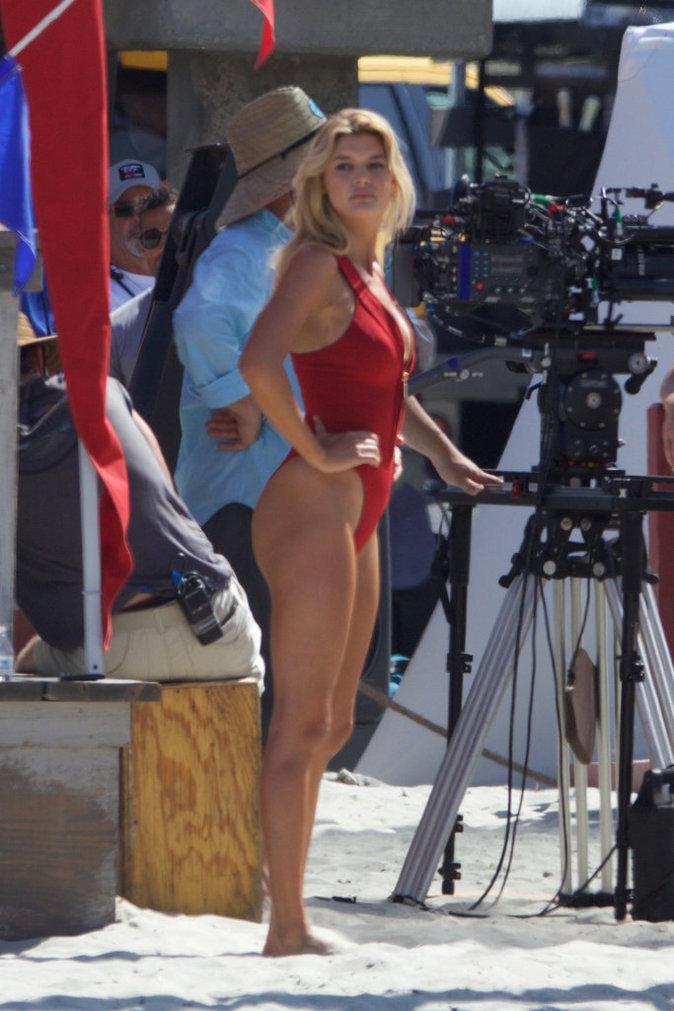 Photos-Kelly-Rohrbach-entre-karaoke-et-jet-ski-elle-s-eclate-sur-le-tournage-de-Baywatch_portrait_w674.jpg?
