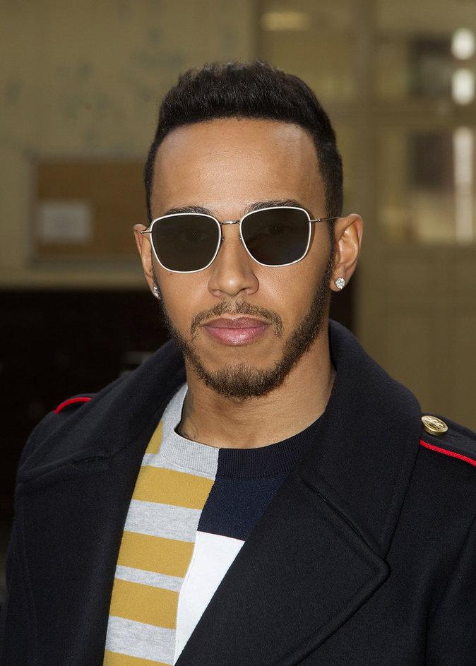 Lewis Hamilton, sexy à souhait au défilé John Galliano