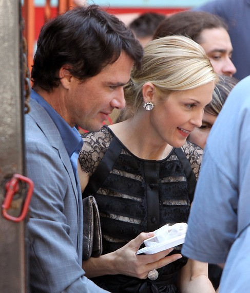 Kelly Rutherford et Matthew Settle sur le tournage de Gossip Girl à New York, le 1er août 2011.