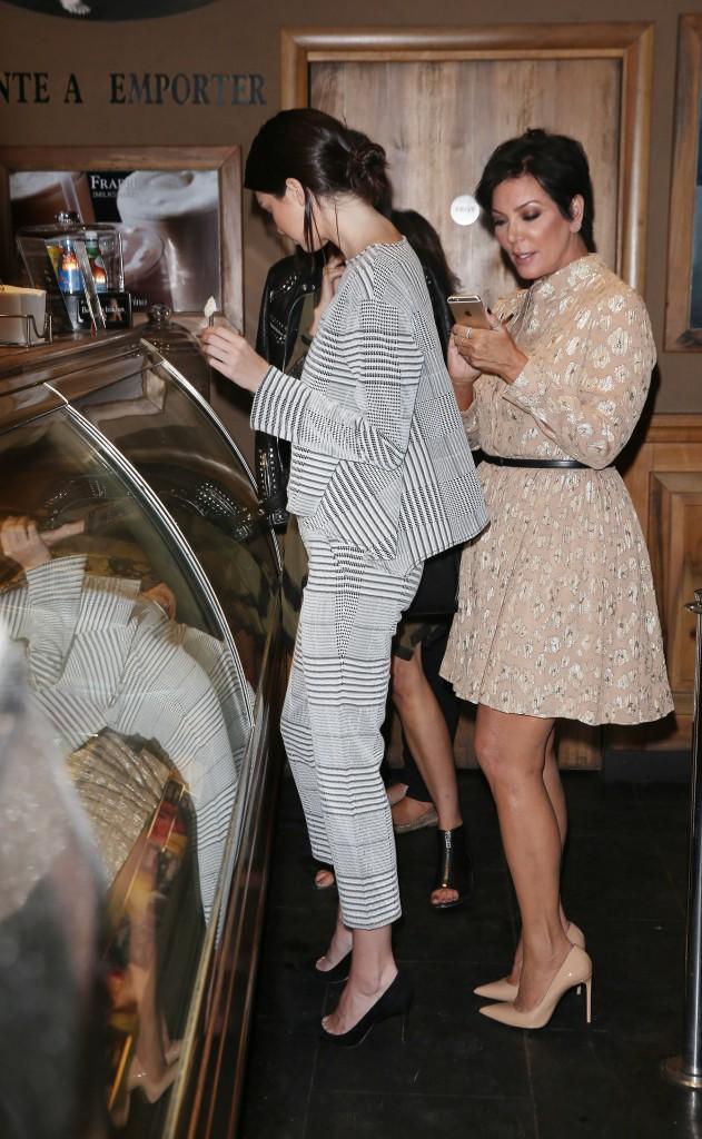 Kendall et Kris Jenner à Paris le 24 septembre 2014