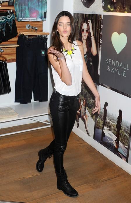 """Kendall et Kylie Jenner présentent la collection automne de leur marque """"Kendall & Kylie"""" à New-York le 6 août 2013"""