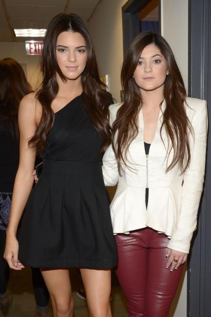 Kendall et Kylie Jenner dans les loges de l'émission The View à New York, le 7 février 2013.