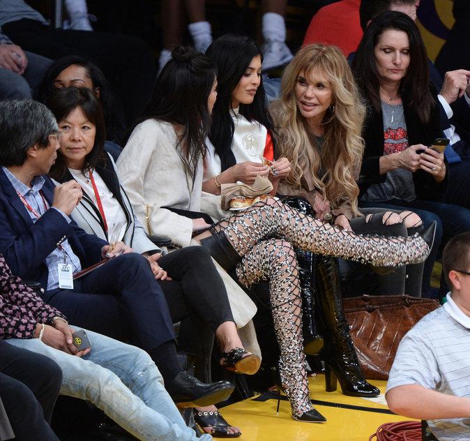 Photos : Kendall et Kylie Jenner font la paire : être sexy, ça les botte !
