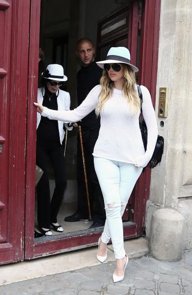Khloe Kardashian et sa grand-mère à la sortie de l'appartement parisien de Kim Kardashian, le 20 mai 2014.