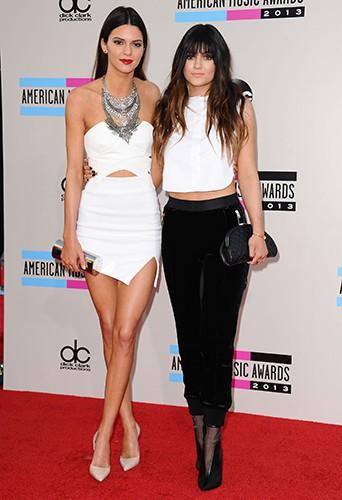 Kendall et Kylie Jenner à Los Angeles le 24 novembre 2013
