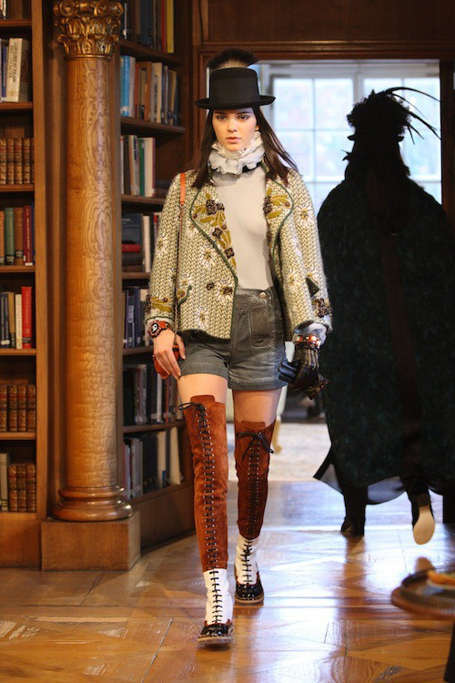 Kendall Jenner défile pour Chanel à Salzburg, le 2 décembre 2014