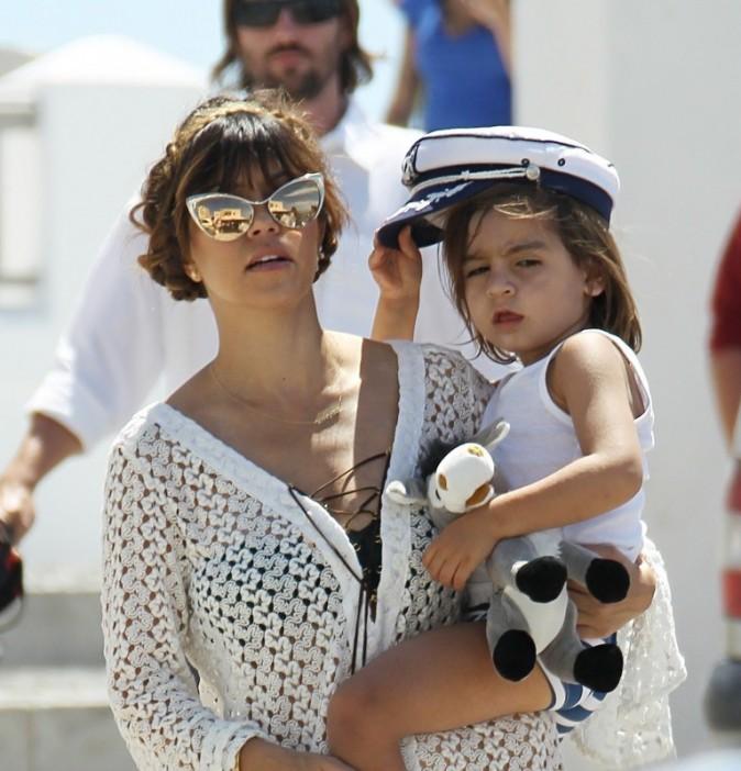 Kourtney Kardashian et Mason le 29 avril 2013 à Santorin