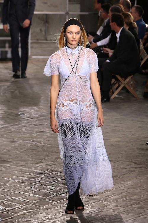 Candice Swanepoel au défilé Givenchy, le 26 juin 2015 à Paris