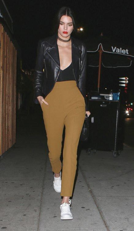 Photos : Kendall Jenner : plus décolletée, tu meurs !