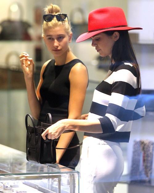 Photos : Kendall Jenner : vraie icône mode, toujours suivie par sa BFF Hailey Baldwin !