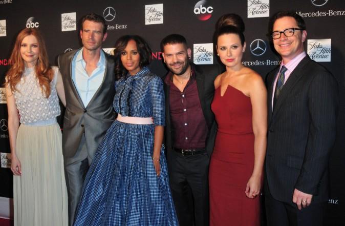 """Kerry Washington et le casting de la série """"Scandal""""  lors de la première de la saison 3 à New York, le 3 octobre 2013."""