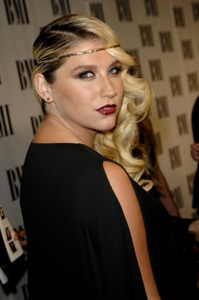 Kesha, en mode beauté sophistiquée...