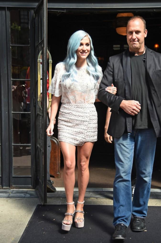 Kesha se rend à The Tonight Show le 24 juillet 2014 !