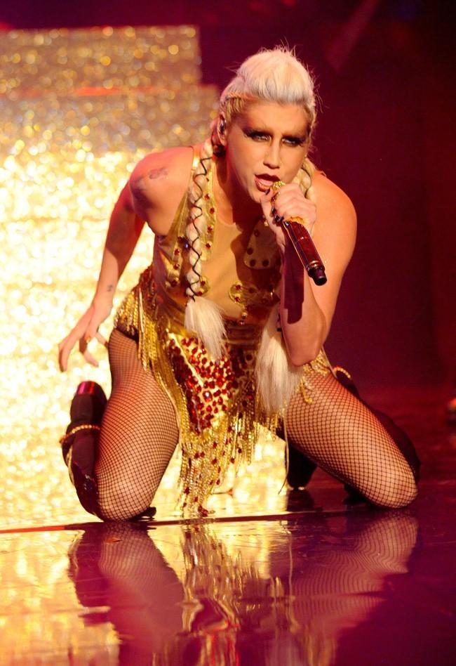 Kesha sur le plateau du Graham Norton Show à Londres le 29 novembre 2012