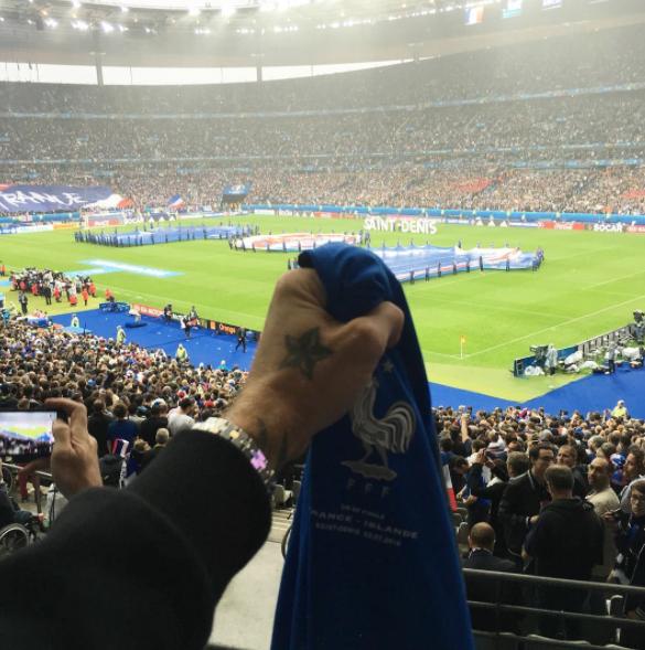 Photos : Kev Adams, M. Pokora, Rayane Bensetti : pluie de beaux gosses au Stade de France !