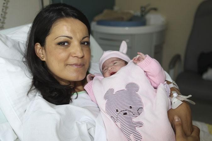 Photo : Khadija est-elle une maman soucieuse ?