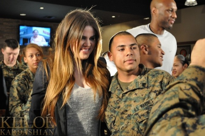 Elle a charmé les militaires !