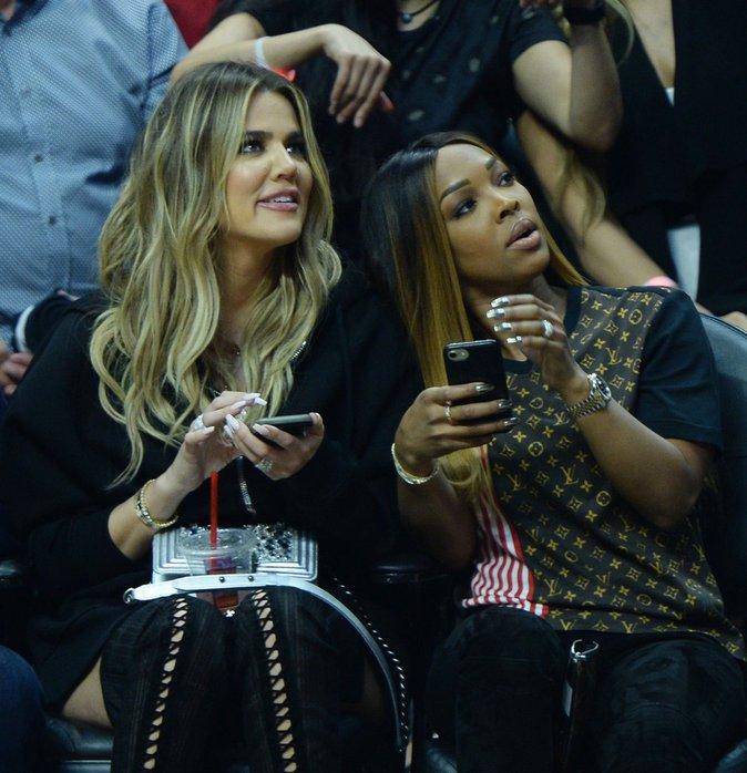 Khloe Kardashian et son amie Malika Haqq assistent à un match de basket - Los Angeles, le 18 mars 2017