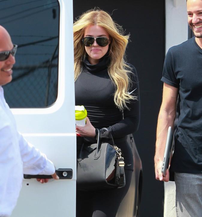 Photos : Khloe Kardashian : cellulite sur les fesses traitée, large sourire affiché !