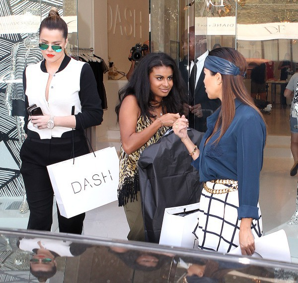 Khloe et Kourtney Kardashian en promo à Los Angeles, le 19 septembre 2013.