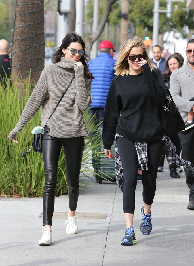 Photos : Khloe Kardashian et Kendall Jenner : la médecine esthétique, ça creuse !