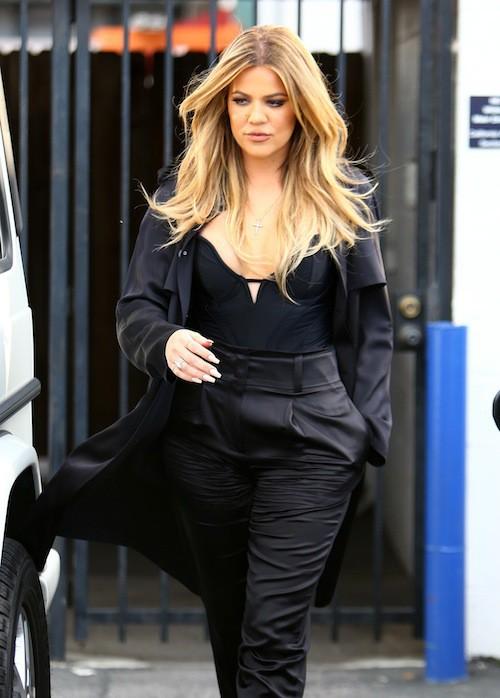 Photos : Khloe Kardashian : journée studieuse et silhouette amincie… Les efforts paient !