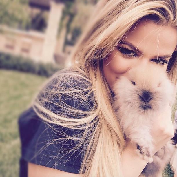 Khloé Kardashian : lapine sexy mais triste tandis que Kylie s'offre des piercings aux tétons !