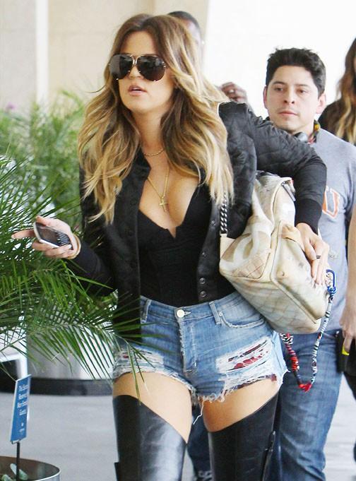 Khloé Kardashian à Los Angeles avec Kendall Jenner et Scott Disick le 7 mars 2014