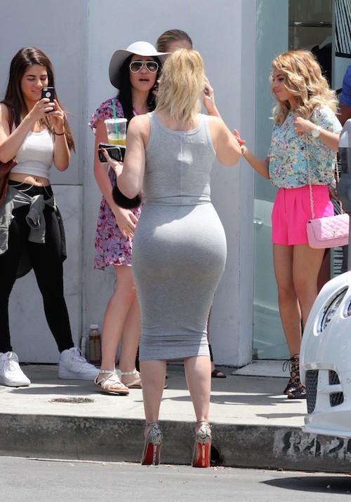 Photos : Khloe Kardashian, plus fière que jamais de son booty rebondi !