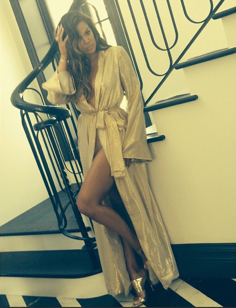 Photos : Khloe Kardashian, plus hot que Kim dans sa robe dorée ?