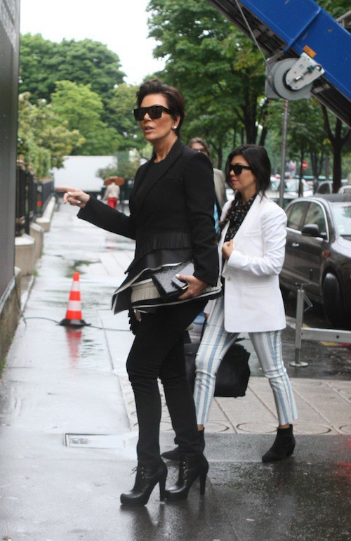 Kris Jenner fait les boutiques à Paris avec ses filles