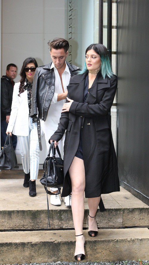 Kylie Jenner ne quitte plus ses cheveux bleus