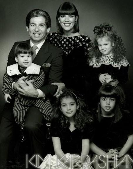 Toute la famille Kardashian réunie... Vous avez trouvé où est Khloé ?