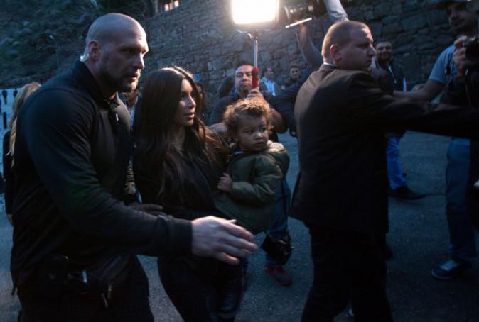 Photos : Kim et Khloe Kardashian reçues en grandes pompes par le premier ministre arménien !
