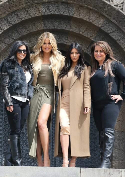 Photos : Kim et Khloe Kardashian : sortie culturelle et classy en Arménie !