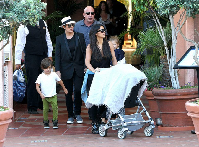 Kim Kardashian en famille à San Diego le 22 août 2014