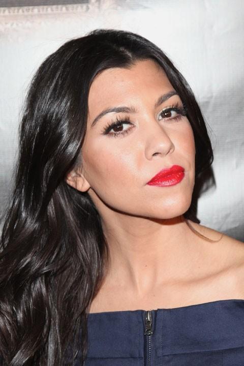 Kourtney Kardashian a sorti le rouge à lèvres pour son anniversaire !