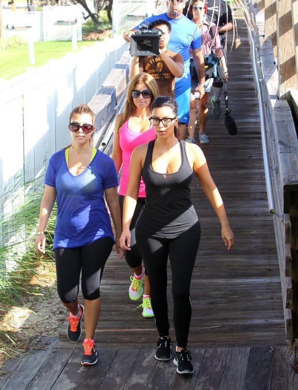 Kourtney et Kim Kardashian à Miami, le 3 octobre 2012.