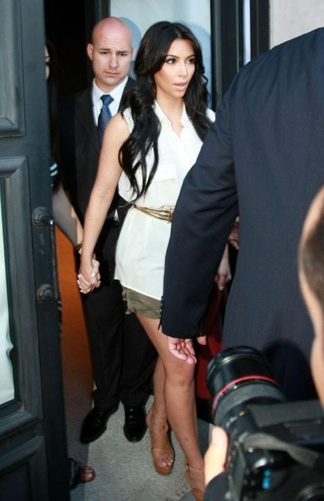 Kim Kardashian se rendant dans la boutique Vera Wang à Los Angeles, le 17 août 2011.