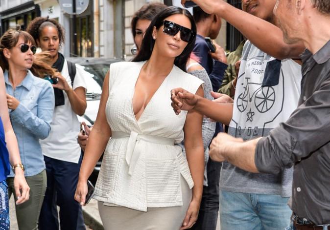 Kim Kardashian à Paris : incroyable, elle se laisse approcher par ses fans !