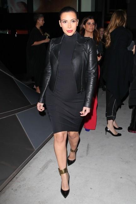 Kim Kardashian, classe et canon en noir