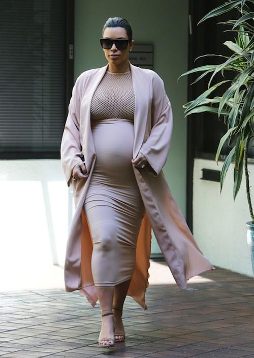Photos : Kim Kardashian : alerte, ça déborde !